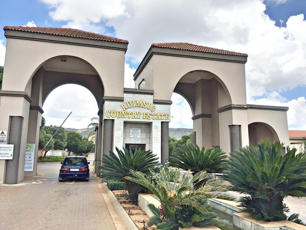 2Ha Vacant Land For Sale in Ruimsig Country Estate | Proximity